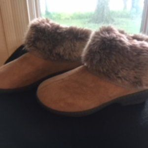 womens isotoner Addie Boot  slippers size 6.5-7